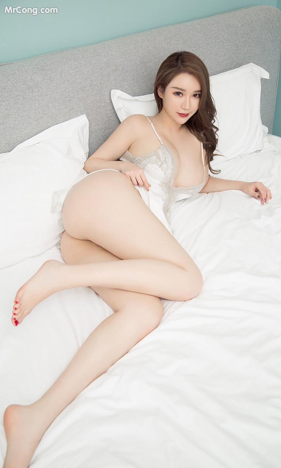 Người mẫu châu Á vú to-12